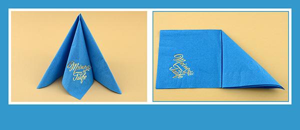 Papierservietten falten Tafelspitz dreifach zur Taufe beschriftet