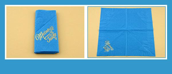 Papierservietten falten zur Taufe beschriftet Serviettentasche
